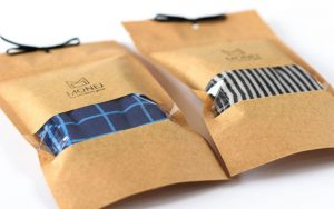 Dryžuotų ir languotų vyriškų kojinių komplektas