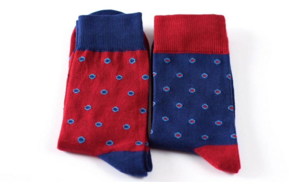Mėlynų raudonų kojinių komplektas vyrui