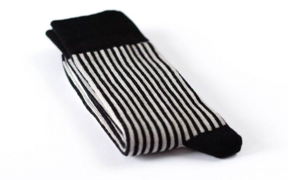 Juodai pilkai dryžuotos vyriškos kojinės