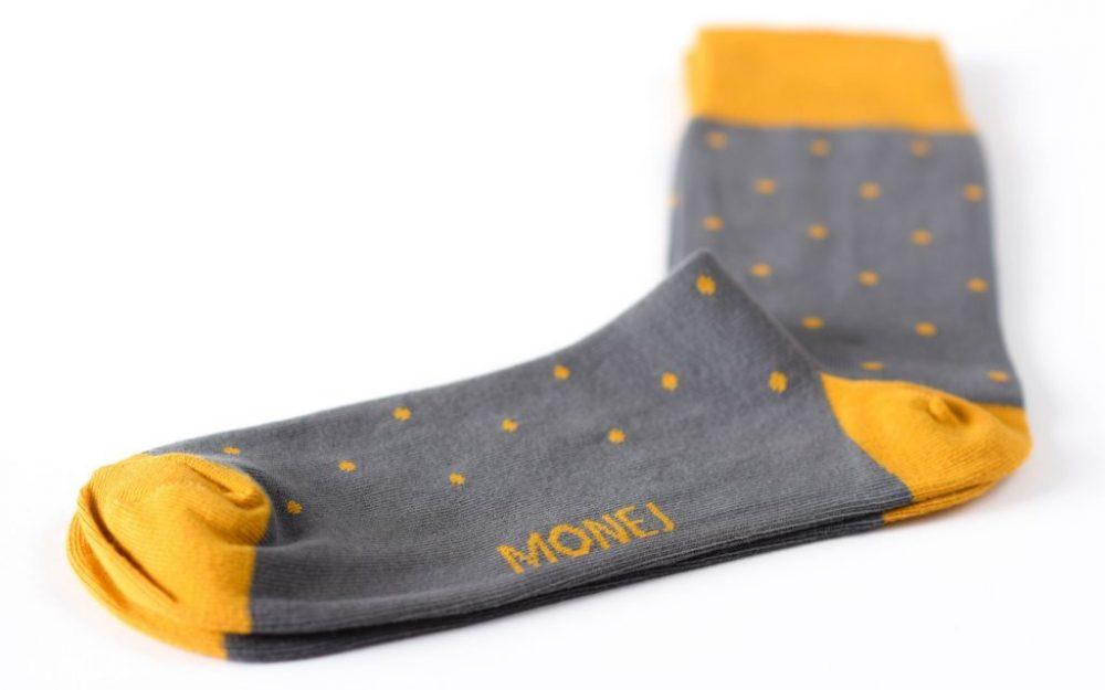 Pilkos taškuotos kojinės