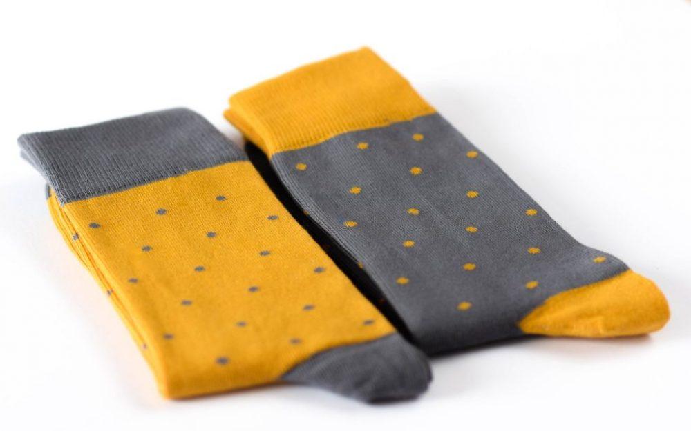 Geltonų pilkų kojinių komplektas vyrui