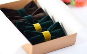 Rudų, žalių peteliškių komplektas boho stiliaus vestuvėms